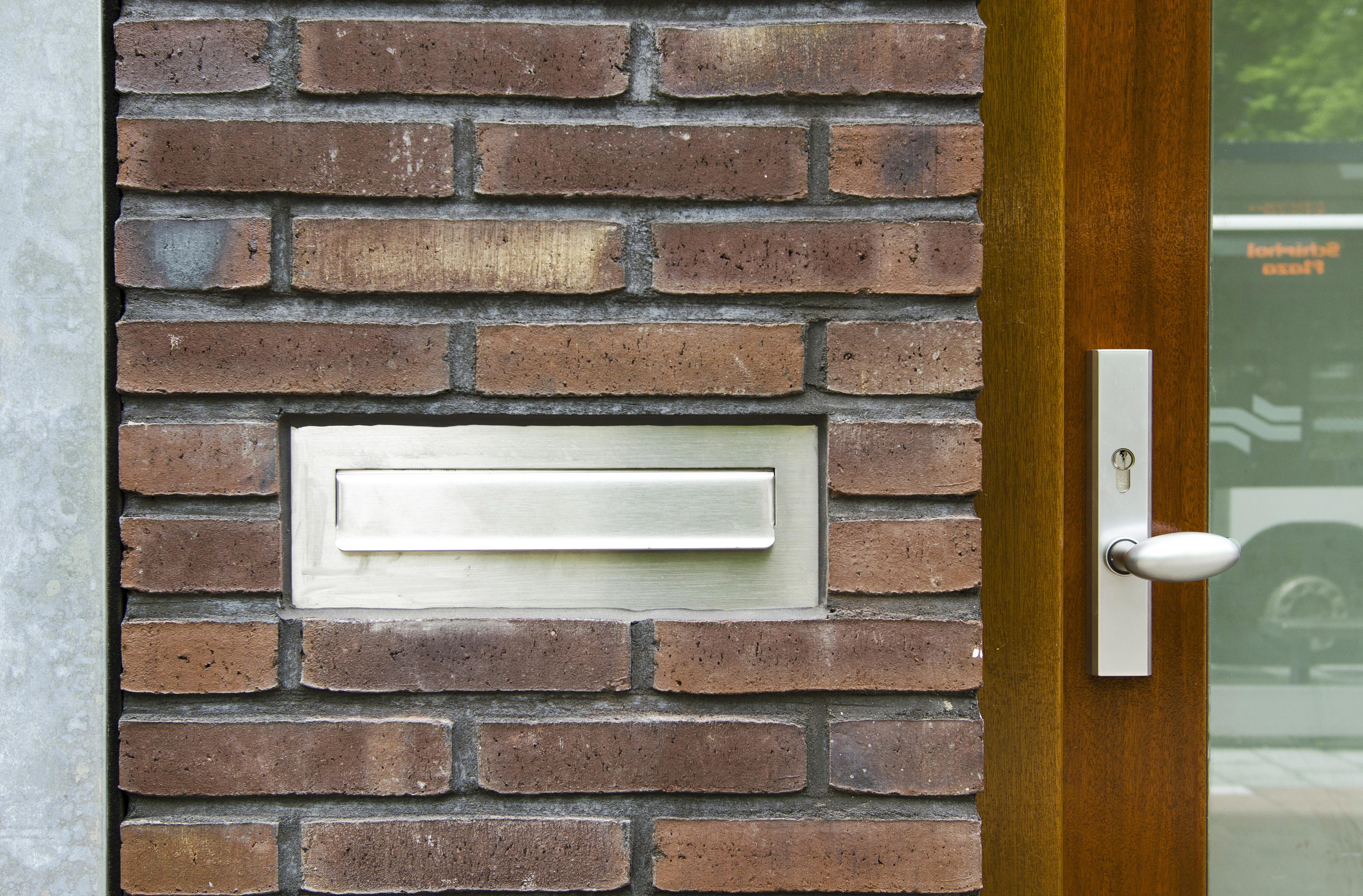 Kavel 9 van Tijenbuurt Getijenveld Atelier PUUUR zelfbouw particulier Opdrachtgeverschap Amsterdam West herenhuis geveldetail brievenbusklep in metselwerk